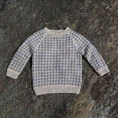 Lasse sweater by Susie Haumann from the book Warm Knit for Cool Kids Knitting For Kids, Crochet For Kids, Crochet Baby, Knit Baby Sweaters, Boys Sweaters, Sewing Baby Clothes, Sweater Knitting Patterns, Baby Cardigan, Cool Baby Stuff