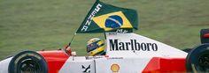 Ayrton Senna comemora a vitória no GP do Brasil de 1993