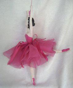 Bailarina de papel machê - Móbile R$ 120,00