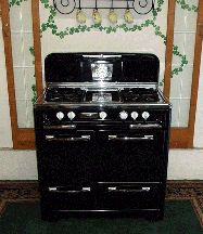 would love to a retro stove in our old house. Antique Kitchen Stoves, Antique Stove, Vintage Appliances, Kitchen Appliances, Kitchens, Retro Stove, Vintage Stoves, Gas Stove, Kitchen Reno