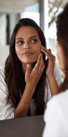 It's not easy to fade the look of acne scars, especially ahead of a big event. But is it impossible to make them look better overnight? We asked a skin expert to find out! Hair Loss After Pregnancy, Postpartum Hair Loss, Baby Hair Loss, Reverse Hair Loss, Face Change, Rides Front, Hair Falling Out, Mom Hairstyles, Les Rides
