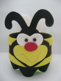 Ateliê Lilika: Decoração Abelha!!! Kids Crafts, Bee Crafts, Projects For Kids, Diy For Kids, Diy And Crafts, Arts And Crafts, Plastic Bottle Crafts, Plastic Bottles, Soda Bottle Crafts