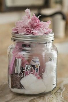Christmas Gifts in a Jar - Manicure Set - Click pic for 25 DIY Christmas Gifts. I like gifts in a jar, I think they are more creative than just wrapping gifts. Diy Cadeau, Navidad Diy, Manicure Set, Mani Pedi, Pedicure Kit, Pedicure Products, Manicure Tools, Jar Gifts, Homemade Gifts