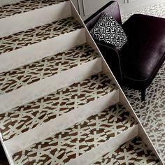 escalier métal bois tomette ou carrelage #escalier #maison #escalier métal #renovation Animal Print Rug, Comme, Home Decor, House Stairs, Elevator, Decoration Home, Room Decor, Home Interior Design, Home Decoration