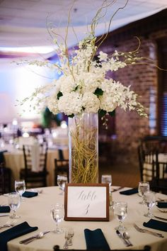 Romantic Harbour Club Charleston Wedding || The Wedding Row