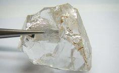 A mina do Lulo, na Lunda Norte, encontrou o segundo maior diamante da história de Angola, descrito como uma pedra excepcional, com o peso de 227 quilates. A descoberta, anunciada pela Lucapa Diamond Company, surge cerca de um ano depois da extracção, no mesmo local, do maior diamante de sempre do país, no caso de 404 quilates.