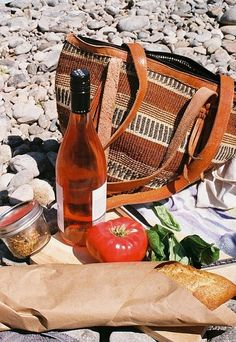 a simple lunch on the beach (so French)
