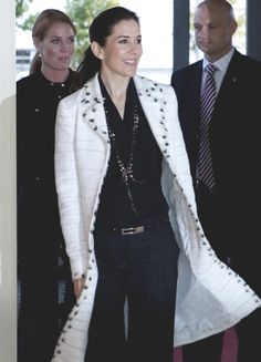 A look at crown princess Mary of Denmark, from the time she was Mary Donaldson untill today. Crown Princess Mary, Prince And Princess, Princesa Mary, Royal Fashion, White Fashion, Mary Donaldson, Princess Marie Of Denmark, Danish Royal Family, Queen Dress