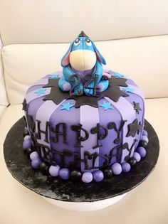 Wow, someone please give me an Eeyore birthday cake next year!! Please?!?