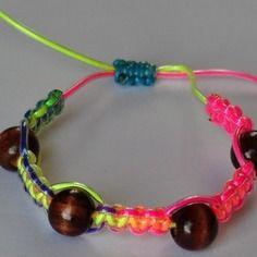 Bracelet scoubidou shamballa perles en bois