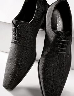 These oxfords utilize texture to make a subtle  impact. The details,sirs, are what transforms a good outfit into genius.