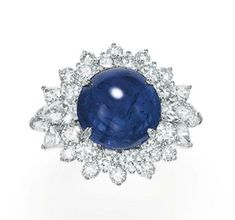 Lot 201 - A SAPPHIRE AND DIAMOND RING