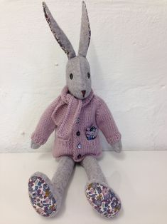 erika knight for Luna Lapin Doll Clothes Patterns, Doll Patterns, Sewing Patterns, Sewing Toys, Sewing Crafts, Sewing Projects, Knit Cardigan Pattern, Crochet Cardigan, Soft Toys Making
