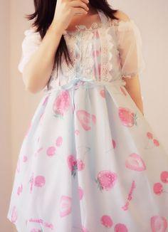 补款中 草莓钻石糖可爱挂脖绑带透明罩衫假两件连衣裙 Strawberry Lolita Japanese Harajuku Sweet Blue pink Dress