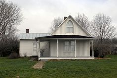People like John Wayne, Herbert Hoover, Laura Ingalls Wilder, and Buffalo Bill called these places home, why wouldn't you want to check them out? They're right here in Iowa!
