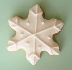 white piping on white fondant- it turned out better than i thought it would! White Snowflake, Snowflakes, Hello Naomi, Wilton Baking, Snowflake Cookies, Biscotti, Cookie Cutters, Fondant, Good Food