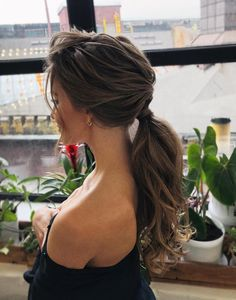 2019 Fall Hair Color Trends Chocolate Hair Blends 2019 Fall Hair Color Trends Chocolate Hair Blends These trendy Hair Styles ideas would gain you amazing compliments. Check out our gallery for more ideas these are trendy this year. Messy Ponytail Hairstyles, Updos Hairstyle, Ponytail Haircut, Loose Ponytail, Stylish Hairstyles, Low Ponytails, Fancy Ponytail, Gorgeous Hairstyles, Messy Hair