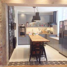Nouvelle cuisine Ikea Bodbyn gris Metod: tendance scandinave, carreaux de ciment, bois, mur craie, domsjo