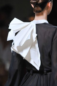 Like Folded Paper... 3d sculptural structure; fashion folds; fashion design details // Stéphane Rolland Haute Couture