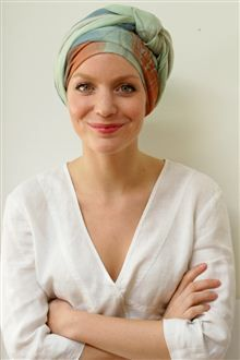 Cancer chemo long tying turban scarf in soft non-slippy viscose. Hair Wrap Scarf, Head Scarf Tying, Head Scarf Styles, Hair Cover, Hair Loss Women, Turban Style, Hair Growth Tips, Schneider, Long Scarf