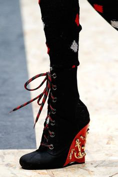 Prada #fashionista #shoeslover #trends #highheels #pumps #boots #zapatillas #tacones #tendencias #botas #botines #dama #ropa #accesorios