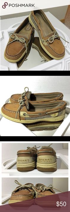 Sperry Topsiders!! 8 Excellent condition!! Very minimal signs of wear! No overt deficits. Classic loafer. Trendy & stylish. Bundle & save 20% off your entire order! Sperry Top-Sider Shoes Flats & Loafers
