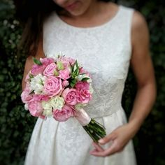 photo © kwiaciarniafloris #wedding #weddingflowers #bridalbouquet #bouquet #eustoma #roses #gentiana #pink #white