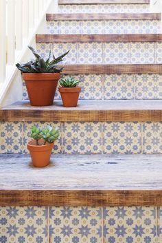 おしゃれな階段に憧れる♪素敵な階段インテリアのリメイクアイディアと実例集☆ | folk