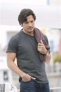 Nick Wechsler from Revenge! Loved him since Roswell!! He's cuuuute! :)