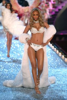 Tyra Banks Victoria's Secret Fashion Show 2003