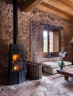 charm of the countryside - Rustic or Mediterranean atmosphere in the home - The world of . The charm of the countryside - Rustic or Mediterranean atmosphere in the home - The world of wood beams and stone coverings Rustic Home Design, Rustic Style, Gite Rural, Stone Houses, Wood Beams, Rustic Interiors, Home Accents, Home And Living, Living Room