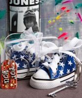 Oh-so-cute blue star print baby sneaker key chain - Detailed item view - www.weddingfavourswholesale.co.uk
