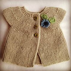 Free knitting pattern for Autumn Leaves baby cardigan sweater and more baby cardigan knitting patterns Knitting For Kids, Baby Knitting Patterns, Baby Patterns, Free Knitting, Dress Patterns, Cardigan Bebe, Baby Cardigan, Cardigan Outfits, Diy Tricot Crochet
