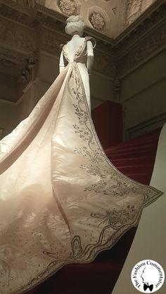 Donna Franca Florio - Court Cape, Worth attr., 1902 - Galleria del Costume di Palazzo Pitti, Firenze
