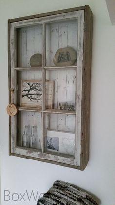 Vitrine-wandkast 'one of a kind' is volledig gemaakt van oude houten (grenen) delen en een oud raam en daarom 'one of a kind'! De afmetingen van deze kast zijn 138x81 bij 20 cm diep.
