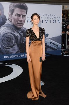 : Photo Tom Cruise wears a turtleneck sweater on the red carpet at the premiere of his new film Oblivion on Wednesday (April at the Dolby Theatre in Hollywood. Olga Kurylenko Oblivion, Fashion Line, Fashion Beauty, Women's Fashion, James Bond Women, Gal Gadot, Tom Cruise, Celebs, Celebrities
