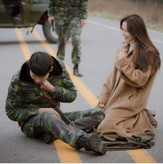 Crash Landing on You (사랑의 불시착) - Drama - Picture Gallery Hyun Bin, Kdrama, Drama Korea, Korean Drama, Series Movies, Film Movie, Korean Celebrities, Korean Actors, Amor