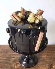 • Black & Gold Cake • ✨ Adentro es torta de chocolate con relleno de ganache de chocolate