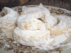 Cara Membuat Kue Putri Salju Keju dari anekaresepmasakannusantara.blogspot.com ini Lembut lho.. Coba bikin sendiri yuk buat persiapan Lebaran :)