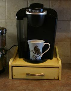 Merveilleux Dont Have One But Would Be Awesome For The Coffepot :D DIY Keurig Stand With