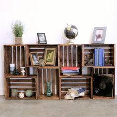 Diy wood crate shelves projects to calm the clutter effectively 51 - GODIYGO.Unique Ideas For Repurposing Old Crates That Are Worth StealingRepurpose Old Wooden Crates With This Clever Bookshelf DIYRustic is the term in the moment for a lot of in reg Wood Crate Shelves, Crate Bookshelf, Bookshelf Ideas, Book Shelves, Diy Bookshelf Design, Homemade Bookshelves, Bookshelf Closet, Pallet Shelves Diy, Bedroom Bookshelf