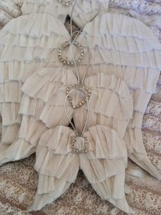 The Bluebirds are Nesting.: Angel wings and Angels generally. Christmas Angels, Christmas Crafts, Christmas Decorations, Christmas Ornaments, Christmas Wedding, Birthday Decorations, Diy Angel Wings, Diy Angels, Angle Wings