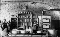 1920, in der Küche eines Wiener Wirtshauses Old Photographs, Photos, Scenery Pictures, Past Life, Hungary, Vienna, Old World, Austria, Photo Art