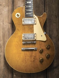 These gibson les paul guitars are awesome. Gibson Electric Guitar, Custom Electric Guitars, Custom Guitars, Gibson Epiphone, Gibson Guitars, Guitar Amp, Cool Guitar, 1959 Gibson Les Paul, Fender Squire