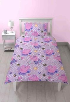 This adorable Peppa Pig Happy Single Duvet Cover Set features great Peppa themed images on both sides! Best Linen Sheets, Fitted Bed Sheets, Single Duvet Cover, Duvet Cover Sets, Pink Bedding, Comforter Sets, Discount Bedding Sets, Online Bedding Stores, Linen Store