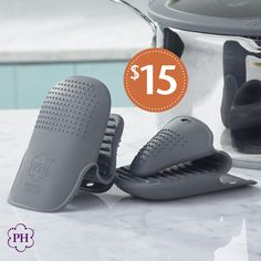 Psssst... if you're still using #potholders, we've got something better! Grab this special offer on our #Silicone #GripperMitts - a simple, easy-to-clean solution for handling #HotCookware and containers and keeping your hands safe.