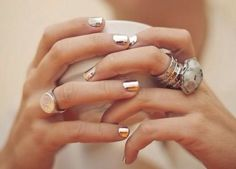 Super metallic gold nails, I seriously want this nail polish Bling Bling, Nail Bling, Gold Manicure, Gold Nails, Copper Nails, Manicure Ideas, Cute Nails, Pretty Nails, Pedicure