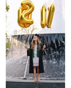 Baylor graduation photo idea: use number balloons to show of your grad year!