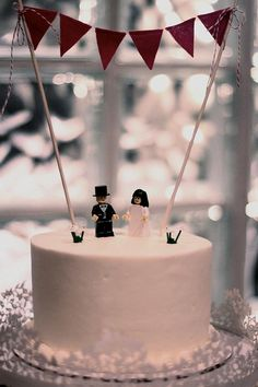 Lego cake toppers - so super cute (via offbeat bride)