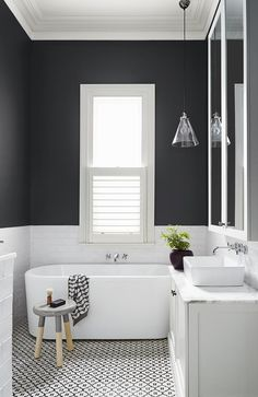 Modern and Breathtaking Black and White Bathroom Interior Design Ideas Laundry In Bathroom, Bathroom Renos, Bathroom Interior, Bathroom Renovations, Gray Bathrooms, Family Bathroom, Bathroom Black, Design Bathroom, Bathroom Small